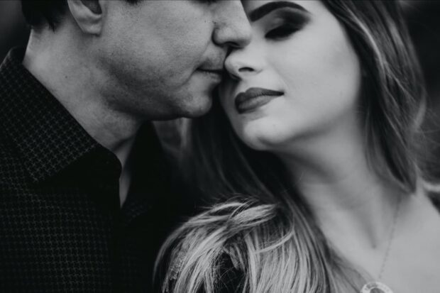 Black and white couple - Perfect Story Photography